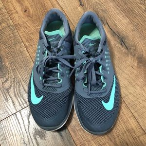Lightly Used Nike Tennis Shoes Size 6